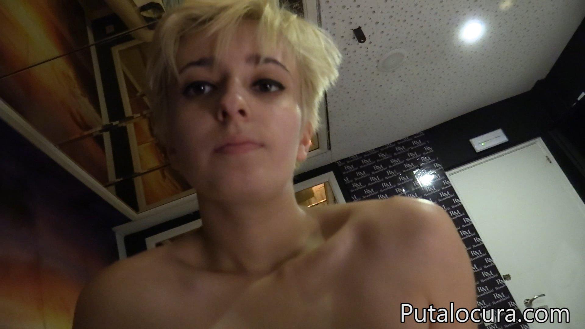A esta puta francesa le gusta que la torturen - 3 10