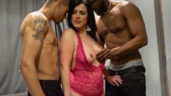 Tríos al estilo Montse: 1 Mami cachonda + 2 Bigardos negros bien dotados = ¡¡1 DOBLE PENETRACIÓN!!