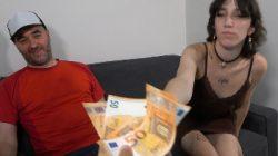 Nenita de 20 años y COÑO MUY PELUDO, quiere grabar porno. David, PURETA de 42 la estrena. 200€ convencen a Zuko para estrenarse